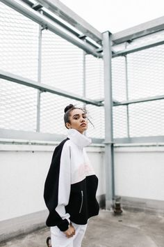 hypebae - ldn on Vicky Grout Vicky Grout, London Summer, Street Portrait, Aesthetic Colors, Portrait Photography, Hair Makeup, Street Wear, Normcore, Poses
