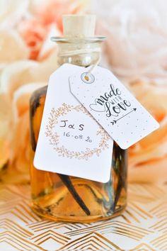 DIY : des mignonnettes de rhum arrangé pour les invités. A retrouver sur le blog #blog #blogmariage #organisationmariage #cadeaumariage #gift #weddinggift #bacardi #aperitif #summer #wedding #weddingidea #mariageoriginal