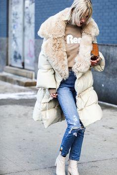Street looks at New York Fashion Week Street Looks, Street Style, Cool Street Fashion, Fall Winter Outfits, Autumn Winter Fashion, Fashion Week, Womens Fashion, Paris Fashion, Foto Pose