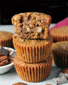 These Paleo Pecan Pie Muffins are so easy to make. They are rich, sweet and full of buttery pecans. Gluten free, dairy free, and so delicious! I'm back with another delicious muffin recipe. Raisin Bran Muffins, Pecan Pie Muffins, Paleo Pecan Pie, Pecan Recipes, Scd Recipes, Paleo Baking, Paleo Chocolate, Chocolate Chips, Paleo Dessert