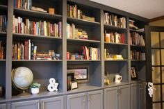 How to make your own custom built-ins with cheap cabinets .using discounted upper kitchen cabinets Living Room Bookcase, Old Bookcase, Living Room Cabinets, Living Room Storage, Diy Kitchen Shelves, Kitchen Table Makeover, White Furniture, Plywood Furniture, Kitchen Furniture