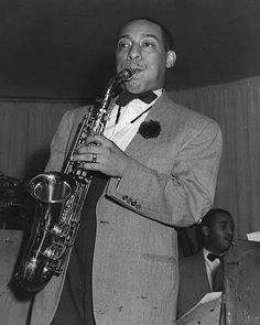 Duke Ellington and His Famous Orchestra with Johnny Hodges on clarinet Jazz Artists, Jazz Musicians, Music Artists, Soul Music, My Music, Saxophone Players, Clarinet, Johnny Hodges, A Love Supreme