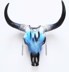ideas for painting animal skulls horns Deer Skull Art, Cow Skull Decor, Painted Animal Skulls, Crane, Buffalo Skull, Cow Head, Antler Art, Bull Skulls, Skull Painting