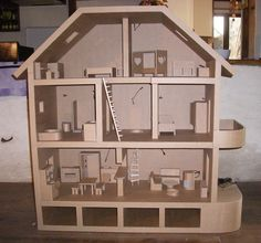 Maison de poupées en carton brut Plus