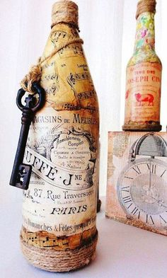 Artículos similares a Margot- Vintage French Chic- Beautiful Vintage Bottle with French Label and Key Adornment, Rustic, Natural, Cottage Chic en Etsy Wine Bottle Art, Bottle Box, Diy Bottle, Wine Bottle Crafts, Jar Crafts, Crafts To Do, Altered Bottles, Vintage Bottles, Bottles And Jars