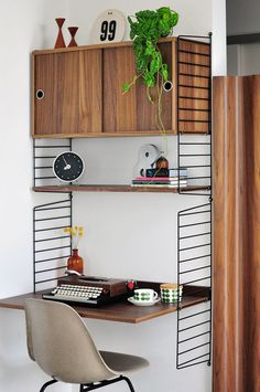 The String shelving system makes for a neat office nook - Modern Findings Will likely order new to fit my space - home office upgrade is required! Earth Tone Bedroom, House Interior, Home, Office Nook, Bedroom Addition, Home Furniture, Desk Design, Home Decor, Compact Desks