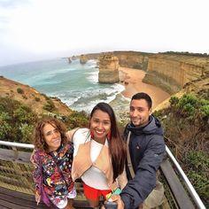 Percorrendo a rota cênica da Great Ocean Road chega-se ao Parque Nacional de Port Campbell em Victoria na Austrália de onde é possível avistar essas colunas de arenito com até 45m que despontam do Oceano Ártico. São elas Os Doze Apóstolos. Inesquecível! #osdozeapóstolos #twelveapostles #victoria #australia #downunder #seeaustralia #greatoceanroad #viagemeturismo #destinocerto #melhoresdestinos #aroundtheworld #ferias2014 @danielfm0311 @nelsimarliers by julialiers