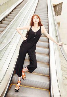 Steal Her Look: Lee Sung Kyung's Black Jumpsuit Lee Sung Kyung Photoshoot, Lee Sung Kyung Fashion, Lee Sung Kyung Style, Girl Fashion, Fashion Outfits, Girls World, Korean Actresses, Korean Model, Black Jumpsuit