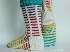 kerrosrivinousu sukat ohje Wool Socks, Knitting Socks, Slipper Socks, Slippers, Patterned Socks, Colorful Socks, Boot Cuffs, Drops Design, Sock Shoes