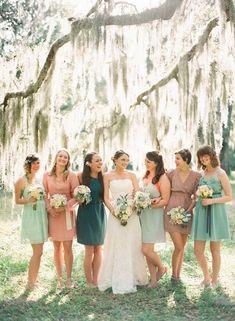 Con los colores de la boda pero con individualidad, lucen sus vestidos las damas de honor. | Bridesmaids dresses on 2016