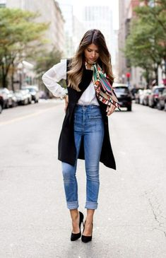 High Waisted Outfit Gallery the ultimate styling tips how to wear high waisted jeans High Waisted Outfit. Here is High Waisted Outfit Gallery for you. High Waisted Outfit the ultimate styling tips how to wear high waisted jeans. Look Casual Chic, Estilo Casual Chic, Casual Looks, Smart Casual, Casual Fall, Long Vest Outfit, Outfit Jeans, Black Jeans Outfit Work, White Vest Outfit