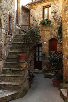 Stairway, Pitigliano, Tuscany, Italy - has got to be right up there on my lists of favorite as far as loving this old world look (stone & loverly greenery & FAB entryways) - would give my left _____ for a place like this