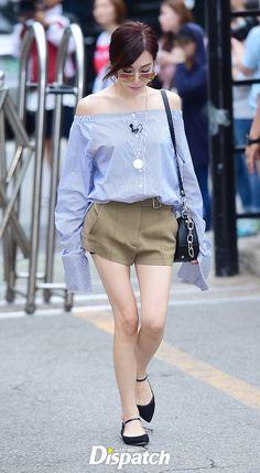 Taeyeon - Tiffany lộ chân trắng ngần, SISTAR cùng dàn mỹ nhân thần tượng đọ đùi mật ong - Ảnh 5.