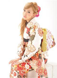振袖BOOK「着たくなる日」巻頭モデル板野 友美 /  青森県内BLANCHEのみ取扱い 画像1