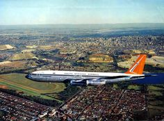 South African Airways Boeing 707 Flying Over Johannesburg, Transvaal, South Africa. With Wemmerpan in The Background. Boeing 707, Boeing Aircraft, Passenger Aircraft, South African Air Force, Third World Countries, Civil Aviation, Aeroplanes, Concorde, Air Travel