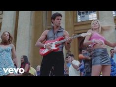 Watch Hrithik Roshan flex his moves for Kareena Kapoor while she serenades him in a ploy to find out his identity. Song Name - Deewana Hai Dekho Movie - Kabh. Mp3 Song Download, Full Movies Download, Hindi Dance Songs, Sonu Nigam, Most Handsome Men, Hit Songs, Kareena Kapoor, Hrithik Roshan, Bollywood