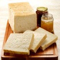 Cara Membuat Roti Tawar Empuk dan Lembut – Roti tawar adalah salah satu jenis roti yang biasa dinikmati ketika sarapan. Roti tawar ternyata dapat dijadikan sebagai pengganti nasi. Roti tawar ini sesuai dengan namanya yaitu memiliki rasa yang tawar. Roti tawar biasanya dinikmati dengan tambahan selai sehingga dapat menambah kelezatan pada roti tawar ini. Selai …