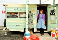 a vintage store in a vintage trailer.  Mom, I wish we could do this!  :D  @Kathy Alkire