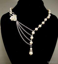 Ketting verleidelijke parels met blad in zilver door byBrendaElaine