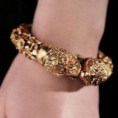 Amrapali jewellery: gold kada.Description by Pinner Mahua Roy Chowdhury
