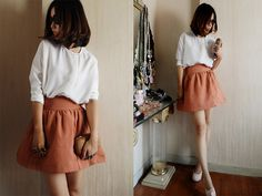 I love the color of this skirt.