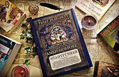 Der neue Schatz in meinem Regal - Terry Pratchetts Stadtführer für Ankh-Morpork.  #terrypratchett #buch #buecher #bücher #fantasybooks #discworld