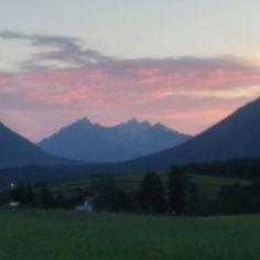 #berge #sonnenuntergang #natur #landschaft #himmel #mieming #miemingerplateau #tirol #spaziergang #abend Photo And Video, Mountains, Nature, Travel, Instagram, Sunset, Environment, Heavens, Woods