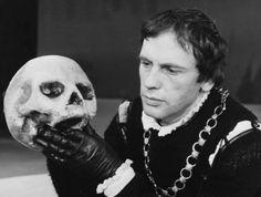 Los aspectos esenciales de la obra cumbre de William Shakespeare: La tragedia de Hamlet, príncipe de Dinamarca, completa sinopsis y comentarios