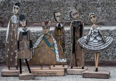 Wooden figurines of the famous people