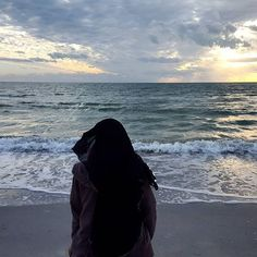 Looking out into the ocean Muslimah fashion islamic reflection subhanAllah