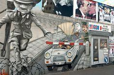 """""""Nu, das gääd aber nüsch""""  Auch ein Bild, welches erst nach der Wende auf die Mauer gemalt wurde — hier: East Side Gallery Berlin."""