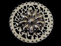 HEPA -01 Herraje especial, color plata antigua, ideal para engarzar cristal o piedra, medidas 4.5 cm de diámetro, único precio pieza $9.90 pesos, vigencia todo Mayo o agotar existencias