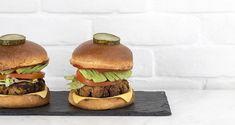 Vegan mushroom burger by the Greek chef Akis Petretzikis. A recipe for burger patties with mushrooms, quinoa, and chickpeas! Burger Patty Recipe, Burger Recipes, Cooking Classes, Cooking Time, Vegan Mushroom Burger, Quinoa, Hamburger, Stuffed Mushrooms, Chickpeas