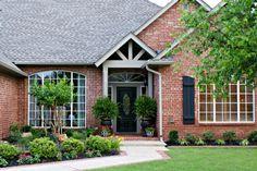 Dimples and Tangles: Front Landscaping House Landscape, Landscape Design, Ideas Para El Patio Frontal, Front Yard Landscaping, Landscaping Ideas, Hillside Landscaping, Outdoor Landscaping, Pergola Designs, Spring Home