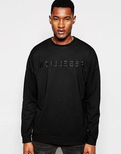 Sweatshirt von ASOS Sweatshirt-Stoff Rundhalsausschnitt Stickereien abfallende Schultersäume enge Abschlüsse an Bündchen und Saum übergroße, weite Passform Maschinenwäsche 71% Viskose, 25% Polyester, 4% Elastan. Model trägt Größe M und ist 191 cm/6 Fuß 3 Zoll groß