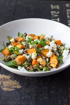A healthy and delicious salad with quinoa, roasted sweet potato and goat cheese. Healthy Salads, Healthy Recipes, Healty Lunches, Avocado Recipes, Healthy Dishes, Diabetic Recipes, Soup Recipes, Gnocchi, Sweet Potato Quinoa Salad