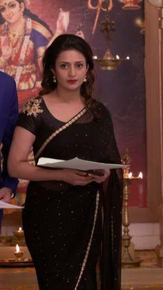 Divyanka Beautiful Girl Indian, Most Beautiful Indian Actress, Beautiful Saree, Saree Jacket Designs, Saree Jackets, Bollywood Designer Sarees, Black Saree, Stylish Sarees, Elegant Saree