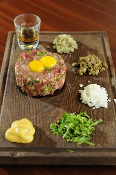 """(Typical french """"Bistrot"""" dish : chopped raw beef with with onions, capers, egg yolk, worcestershire sauce, mustard & parsley. Served with french fries) ツ Dairy Free Recipes, Gourmet Recipes, Beef Recipes, Cooking Recipes, Bistro Food, Pub Food, Steak Tartare, Cheese Snacks, French Food"""