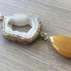 Nuevos collares en mi tienda de #etsy: Collar de #cuarzo con #rinhestone y jaspe mostaza con cuero o cadena (varios colores a elegir) https://etsy.me/2KQshEU (link en la bio) #etsyshop #etsygifts #etsystore #etsyseller #etsysellersofinstagram #artencasa #artencasadiy #necklaces #necklaceshop #jewelry #jewellery #jewelrydesigner #collares #colgantes #piedrassemipreciosas