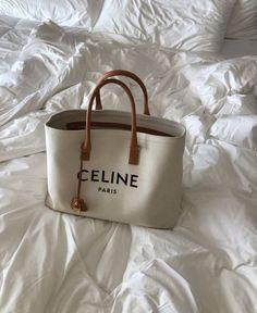 Luxury Purses, Luxury Bags, Dior, Sacs Design, Accesorios Casual, Branded Bags, Cute Bags, Fashion Bags, Fashion Fashion