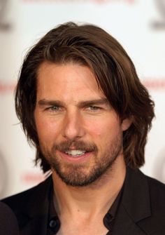 Modern This longer hairstyle makes any Tom cruise Beard Styles Cool Hairstyles For Men, 2015 Hairstyles, Cool Haircuts, Celebrity Hairstyles, Haircuts For Men, Celebrity Long Hair, Celebrity Guys, Male Long Hairstyles, Office Hairstyles