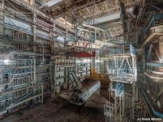 Tamerlane's Thoughts: Abandoned Soviet space shuttles