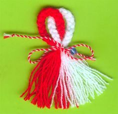 Мартеници- идеи, изработване :: BG-Mamma Easy Crafts To Make, Valentine's Day Crafts For Kids, Diy And Crafts, Valentine Love Cards, Valentine Day Crafts, Christmas Crafts, How To Make Tassels, How To Make A Pom Pom, Baba Marta