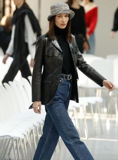 Bella Hadid goes braless at Alexandre Vauthier's PFW show Look Fashion, 90s Fashion, Fashion Models, Fashion Outfits, Bella Hadid Outfits, Bella Hadid Style, Looks Street Style, Model Street Style, Model Outfits