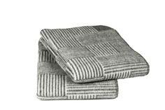 Røros Tweed, deken Veve Naturpledd, www. Crochet Quilt, Tweed, Quilts, Crochet Bedspread, Mantas Crochet, Quilt Sets, Log Cabin Quilts, Quilting, Quilt