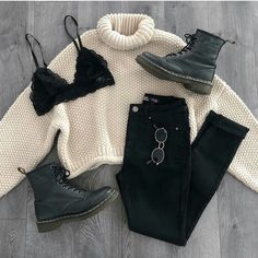 Image discovered by Sally. Find images and videos about fashion, style and black on We Heart It - the app to get lost in what you love. Curvy Outfits, Mode Outfits, Cute Casual Outfits, Fashion Outfits, Jeans Fashion, Fashion Boots, School Outfits, Stylish Outfits, Fashion Kids
