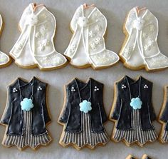 Wedding clothes by miinaclaire Fancy Cookies, Royal Icing Cookies, Cupcake Cookies, Sugar Cookies, Cupcakes, Only Fashion, Love Fashion, Cookie Designs, Cookie Ideas