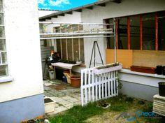 Das Mehrfamilienhaus steht auf einer gesamten Grundstückgröße von 443 m².