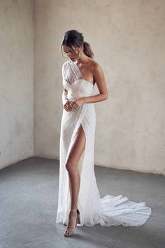 Dream Wedding Dresses, Designer Wedding Dresses, Modest Wedding, Wedding Dresses With Slit, Summer Wedding, Bodice Wedding Dress, White Bridal Dresses, Elegant Wedding Gowns, Bridal Hair