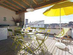 Abritel Location Arles - Belle Provence du 16ème siècle Maison de Ville, terrasse avec cuisine location lotissement en Camargue 2 chambres, 2 salles de bains, Penthouse, terrasse ensoleillée avec vue, à 45 mn de la mer
